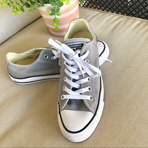 Light gray Converse unisex